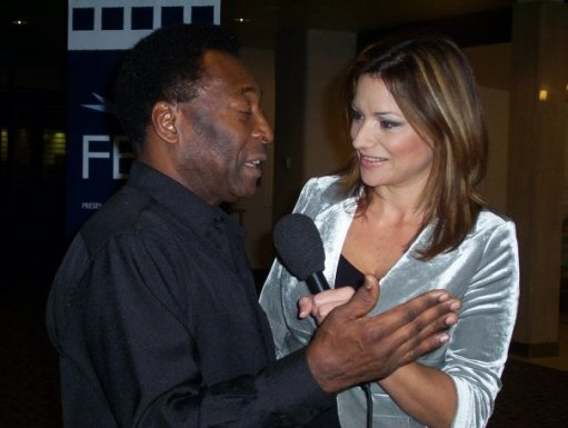 Foto de archivo: Cecilia junto al ex mundialista Pele.