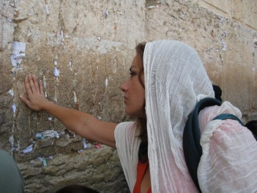 La hondureña en el Muro de los Lamentos, en Jerusalem