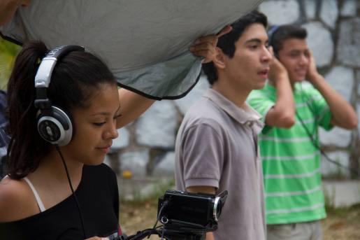 Jóvenes hondureños son enseñados en producción audiovisual en Walabis.