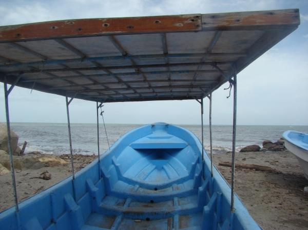 Embarcación desde la Ceiba hacia Cayos Cochinos. Foto: Ruta5.