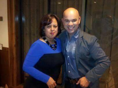 La hondureña Sary Molina junto al reconocido periodista hondureño Javier Castro.