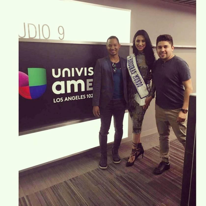 Adolfo Canaca (izq) junto a Miss Honduras Gabriela Salazar y Martín Ortíz.