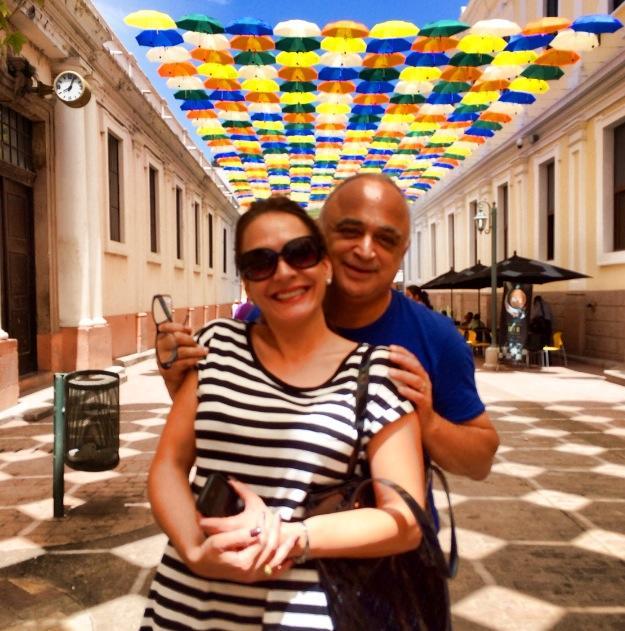 JJ Martínez junto a su esposa la diputada hondureña Yadira Bendaña