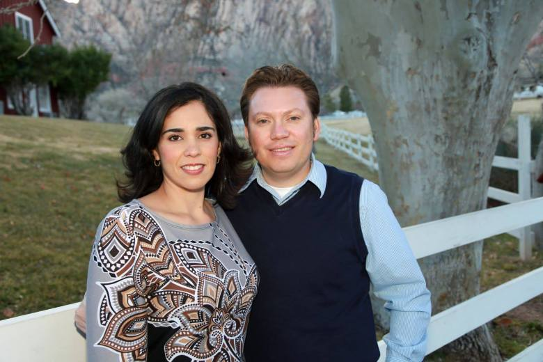 El compatriota hondureño junto a su esposa Tamra Rivera.