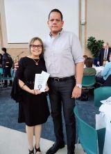Junto a su esposo en el premio Roland K. Robbins (Utah)